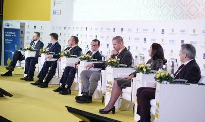 Топ-менеджеры и правительство обсуждают вопросы эффективности