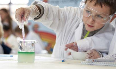 Всё по-взрослому: научная лаборатория от «Мира исследователей Henkel» на фестивале NAUKA 0+