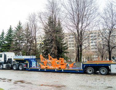 Новая машина для перевозки авиадвигателей от Кюне + Нагель